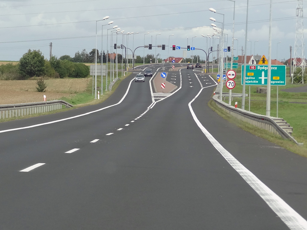 znaki drogowe przerywane